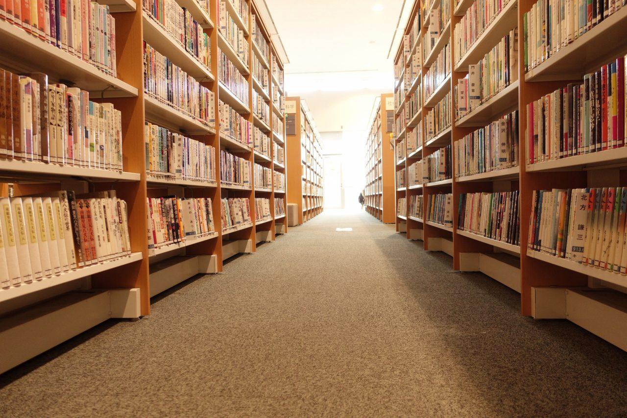 選びっぱなしの学生選書企画でいいのか──大学図書館の展示を見て